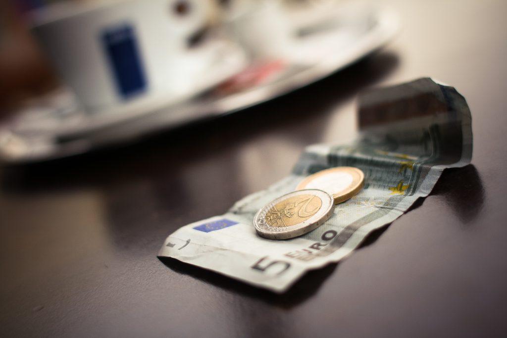 10月からサラリーマンの手取り給与が減ったのは本当?それは厚生年金保険料が上がったから